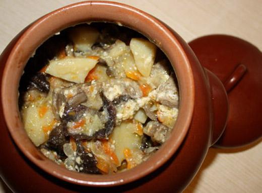 Картошка в горшочке со свининой в духовке рецепт с пошагово