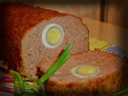 Мясной рулет с яйцом внутри. Особенности приготовления